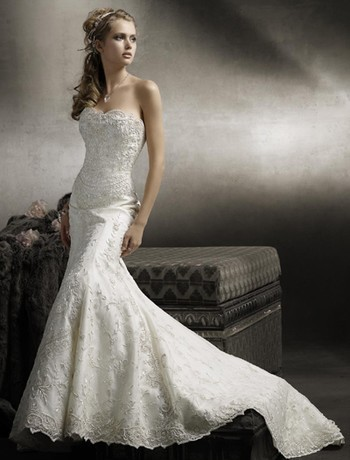 Wedding Gown Tips for the Petite Bride | eWedding