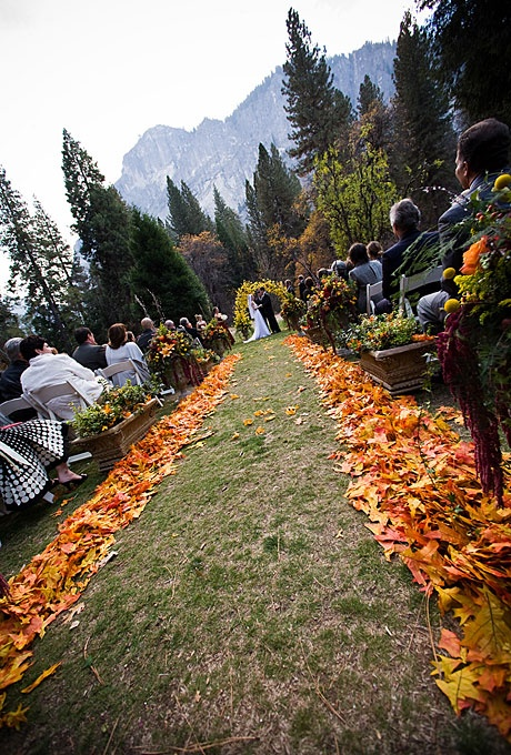 3 Rustic Autumn Wedding Ideas for the Budget-Minded Bride | eWedding